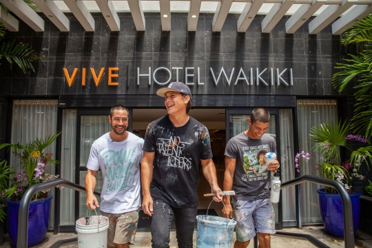バイブホテルワイキキxPow!Wow!Hawaiiがコラボ!ホテル内に新しいウォールペイントが登場!