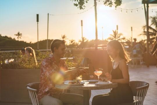 ハワイで一番ロマンティックな一夜を!クイーンカピオラニホテル「デック」のバレンタインディナー