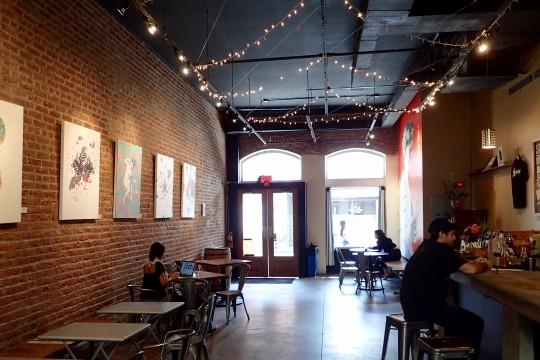 お洒落なチャイナタウンのカフェ&バー、The Manifestで6月末までKris Gotoの最新アートを鑑賞できるチャンス!