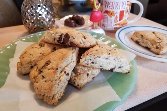 パンケーキミックスとマカデミアナッツチョコのスコーン