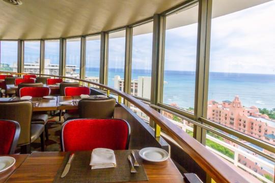 ふたりだけでロマンティックに過ごす ワイキキを一望できるレストラン Top of Waikiki トップオブワイキキ