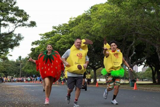 逃げるバナナマン&イチゴガールを追いかけろ!