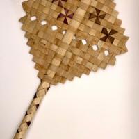 ロイヤル・ハワイアン・センター 新レッスン「ラウハラで団扇作り」がスタート!