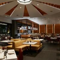 マイケル・ミーナのシグネチャーステーキハウス「ストリップステーキ・ワイキキ」が7月1日より営業再開