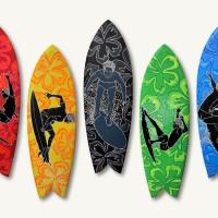 アウトリガー・ワイキキ・ビーチ・リゾート、エドゥアルド・ボリオリ氏による サーフボードアート「ゴールデン・ドリームス」を展示