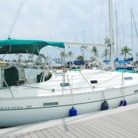 ハワイで小型ヨットを借りてセーリング!