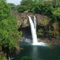 虹の掛かる滝