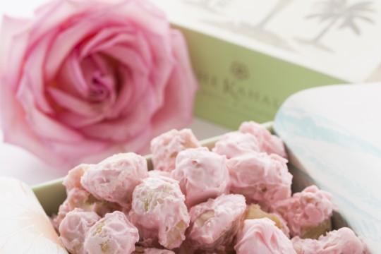 10月限定「ピンク・マカダミアナッツチョコレート」